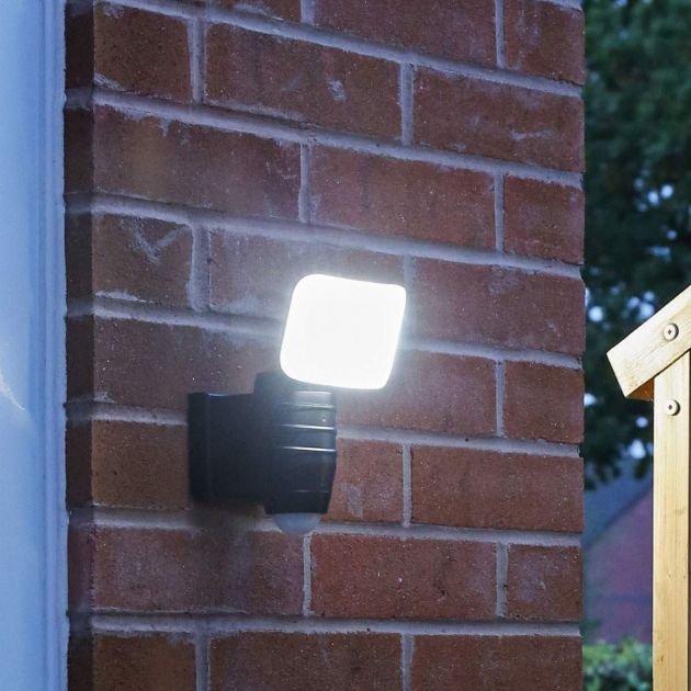 Outdoor Battery Security Light with PIR, White LEDs
