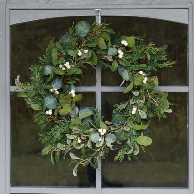 42cm Outdoor Mistletoe Christmas Wreath